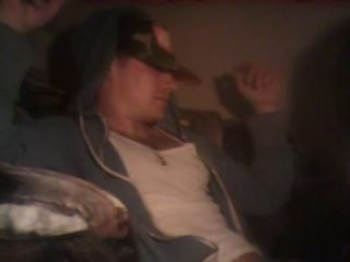 gerade weiß Schläger bekommt Blowjob von Transe während pnp Rauchen