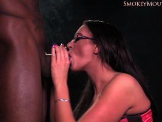 emma Hintern rauchen interracial Blowjob