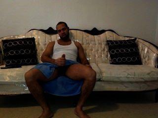Couch Wichsen und Abspritzen