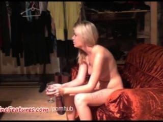 sexy 18yo Blondie zeigt beim ersten Casting ihren Körper