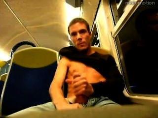 Aufbocken auf den öffentlichen Verkehrsmitteln / Aufbocken sur le transport public