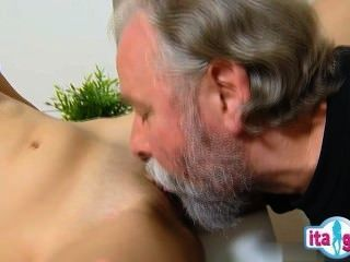 sexy Mädchen gefesselt und gefickt
