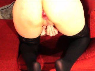 Reiben Pussy mit einem Butt Plug in
