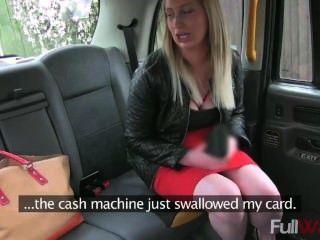 e232 - Passagier schlägt Blowjob für Taxifahrt zu bezahlen [gefälschte Taxi]