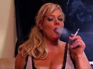 Rauchen heiß blond milf