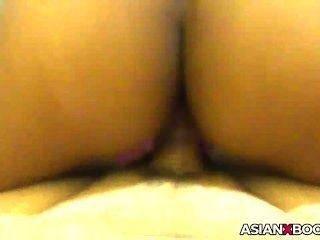 asiatische Pussy bekommt echte cremige während Hahn Fahrt