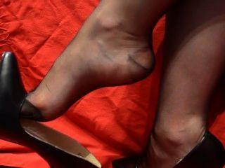 Nylon Füße baumeln lassen