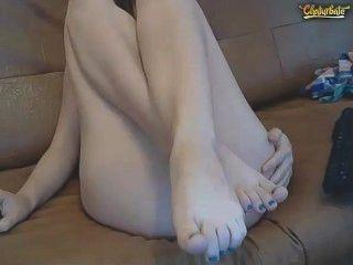 camgirl zeigt Zehen