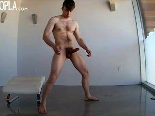 geilen Kerl zu spielen und seinen Schwanz wichsen