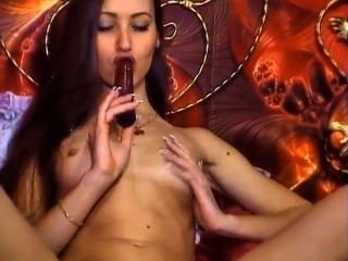 Euro camgirl w / Dildo in saftige Pussy