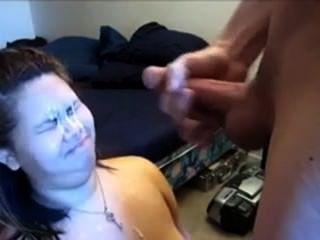 Mädchen aus 666dates.com bekommt einen Cumshot auf ihr Gesicht