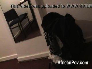 weiß Stud macht ihre heiße vollbusige afrikanischen gf seinen Schwanz in Amateur pov saugt