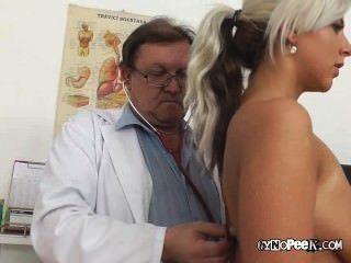 alte Arzt Maßnahmen nathalys big tits