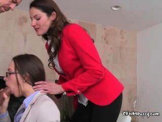 Damen geben professionelle Hahn blowing Demo