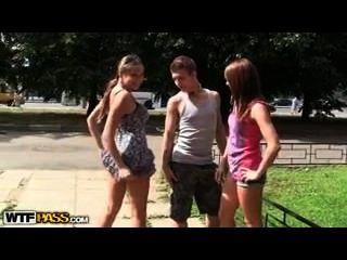 Teenager im Freien Dreier mit lucky guy