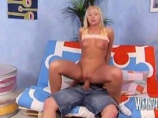 hot sexy Blondine wird hart gefickt