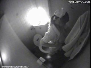 Toilette Masturbation heimlich von spycam gefangen
