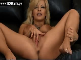 cam Amateur big tits blonde Milf fingert ihre Muschi cam