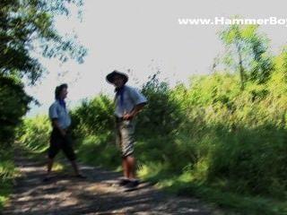 Bühne hinter dem harten Fick ohne Sattel Sommer-Affäre von hammerboys tv
