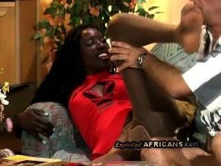 hot afro Babe ihre sexy Strumpfhose wird von geilen alten Weisser riss