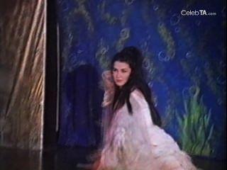 Venesa talor in Shandra der Dschungel Mädchen