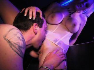 sabrina süße Pussy gefickt Doggystyle in der Sauna