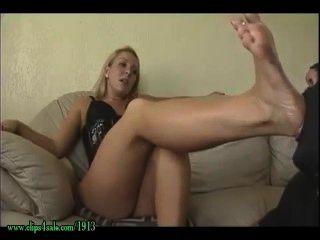 schmutzigen Füße reinigen Slave