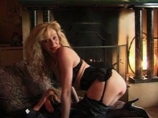 französisch blonde elisa in schwarzen Strümpfen