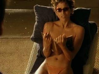 Halle Berry - Brüste - punxxx