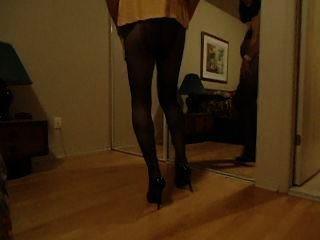 vanessatv necken in ihrem Schlafzimmer