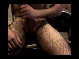 hetero se tira la Leche en el pecho peludo