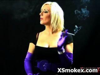 Fetisch Rauchen freche verworrene Hure