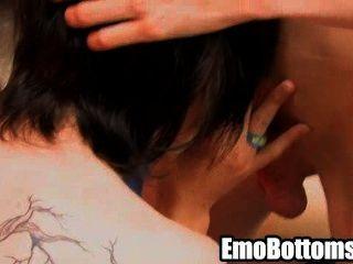 geil emo Twink Meilen auf einem harten Schwanz pride saugen