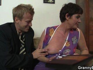 hot sex mit nuttig Oma