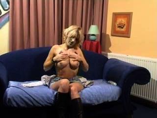 geil Deutsch MILF zeigen ihre Muschi vor der Webcam