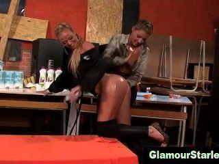 glamourös Lesben geölt bekommen