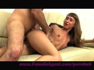 weiblicher Agent. anal Freude auf der Casting Couch