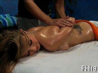 Diese sexy 18-jährige heißes Mädchen wird von hinten hart gefickt