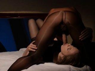 Lesben Sex vor dem Spiegel mit