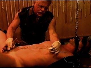 gleichzeitige klingender und elektro stim auf heißen jungen Muskel Stud. pt 3