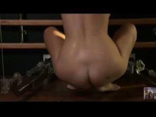 sexy blonde Fitnessstudio trainieren nackt