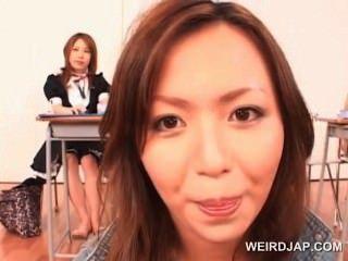 hervorragende jugendlich asiatische Rotschopf dachte an einem Seminar über Sex