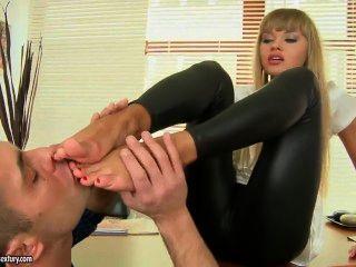 willa verdammt sicher weiß, wie ihre Füße zu verwenden