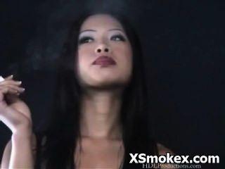 Rauchen porn hardcore freche wollüstigen verworrene Schlampe