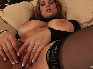sexy Liane ihre feuchte Muschi dildoing