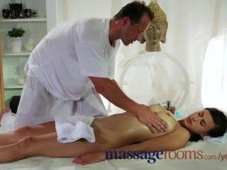 schön und sexy Brünette mit großen Titten bekommt mit cont eine Massage und ficken