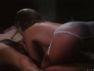 Shauna Grant - blonde Babe macht einen Cocktail mit Sperma Topping