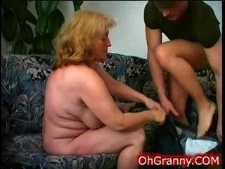 Hahn hungrig nuttig Oma