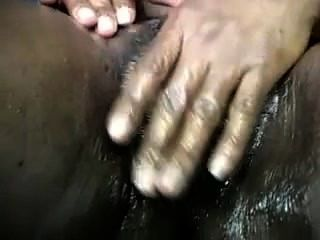 mit diesem massiven schwarzen Pussy spielen