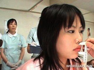 asiatisch niedlich Patient bekommt Muschi beim Frauenarzt überprüft